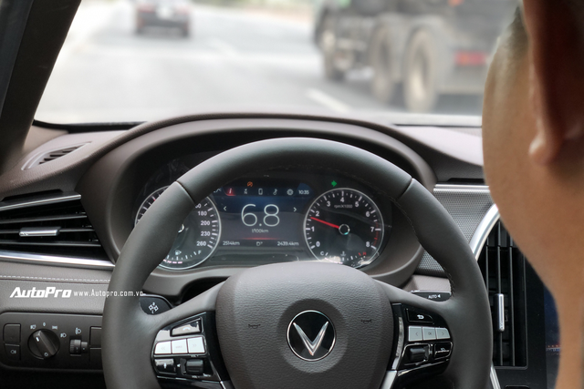 Lần đầu trải nghiệm VinFast Lux làm xe dịch vụ: Ngồi xe sang, giá 'xe cỏ' nhưng dịch vụ gây hoang mang - Ảnh 8.