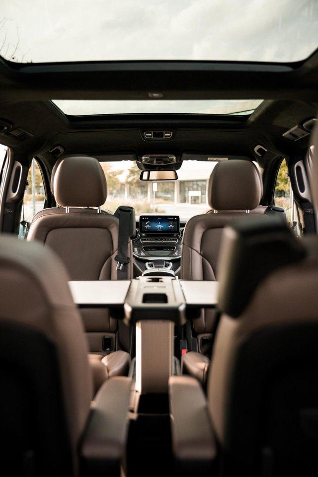 Mercedes-Benz nâng cấp xe thương mại V-Class với MBUX - Ảnh 1.