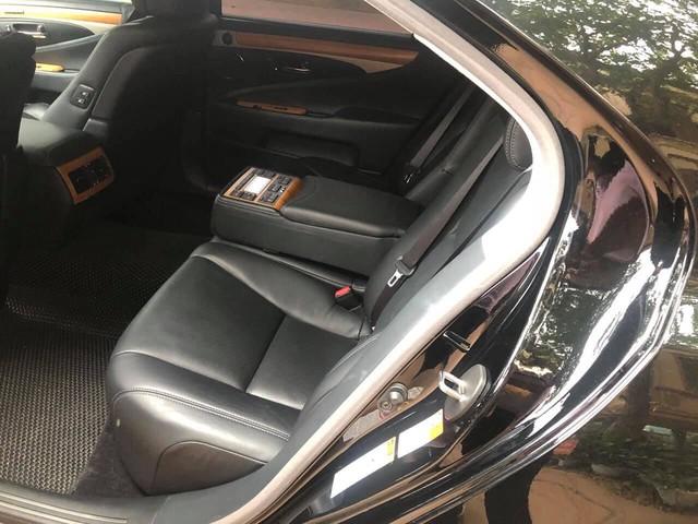 3 năm tuổi, hàng hiếm Lexus LS460L bán lại vẫn đắt hơn Mercedes-Benz S-Class mua mới - Ảnh 4.