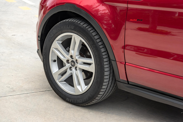 Hàng hiếm Range Rover Evoque Coupe chỉ đắt hơn Mazda CX-5 vài chục triệu đồng sau 7 năm sử dụng - Ảnh 2.