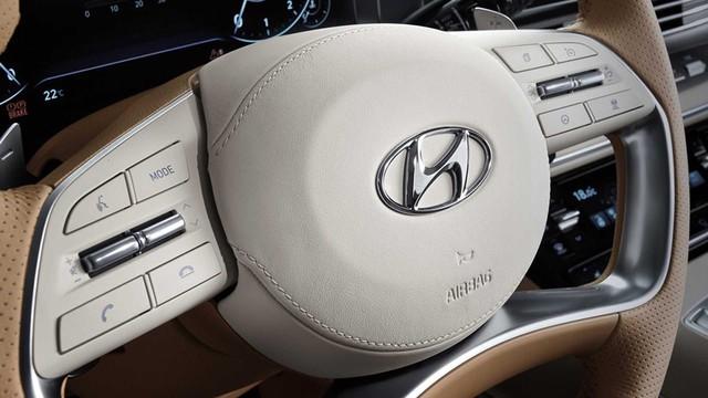 Ra mắt Hyundai Azera mới - Đàn anh Sonata cho khách Việt thích chơi trội - Ảnh 4.