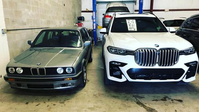 Tản nhiệt BMW 3-Series cũ nhét vừa… hộp đựng găng tay X7 mới: Xu thế nay đã khác xưa