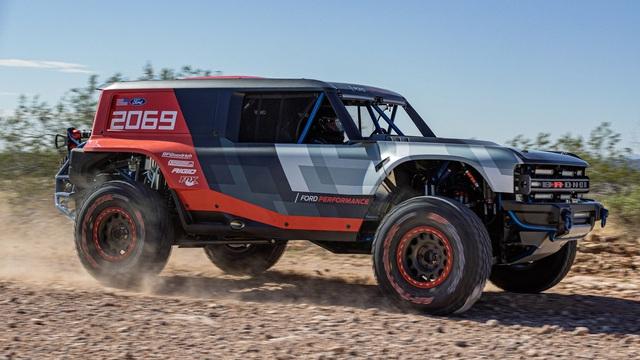 Ford manh động bất ngờ với Bronco R Prototype siêu dữ dằn