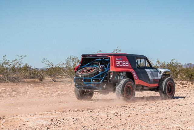 Ford manh động bất ngờ với Bronco R Prototype siêu dữ dằn - Ảnh 5.