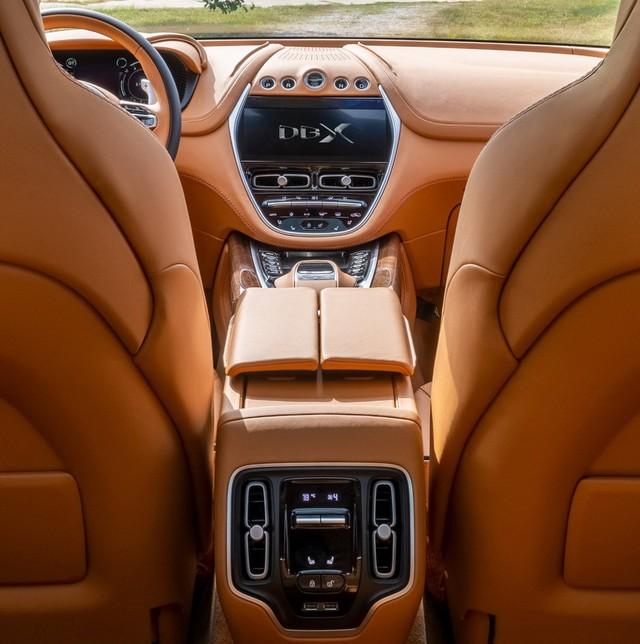 Aston Martin sắp cho ra mắt siêu SUV với giá bán bỏ xa Bentley Bentayga - Ảnh 1.