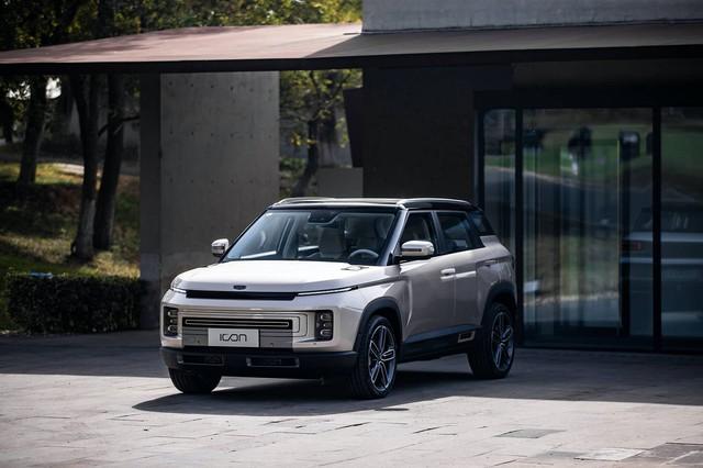 Hãng xe Trung Quốc Geely công bố SUV nhỏ, tham vọng lớn nhưng na ná Range Rover - Ảnh 2.