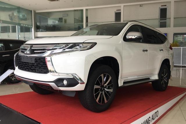 Toyota Fortuner, Mitsubishi Pajero Sport và Nissan Terra giảm giá cả trăm triệu đồng: SUV 7 chỗ Nhật bớt lãi để vợt khách cuối năm - Ảnh 3.