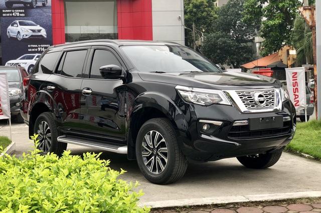 Toyota Fortuner, Mitsubishi Pajero Sport và Nissan Terra giảm giá cả trăm triệu đồng: SUV 7 chỗ Nhật bớt lãi để vợt khách cuối năm - Ảnh 2.