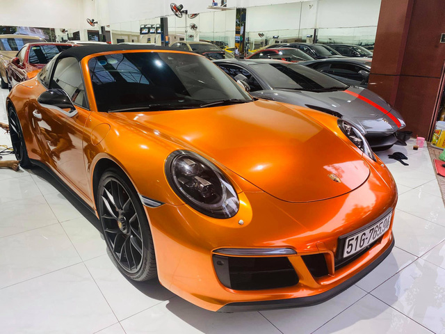Chan mau goc gia ngan USD dai gia Viet thay ao cho Porsche 911 Targa 4 GTS doc nhat Viet Nam