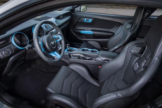 Ra mắt Ford Mustang Lithium - Xe cơ bắp không thể gầm rú trên đường phố - Ảnh 6.