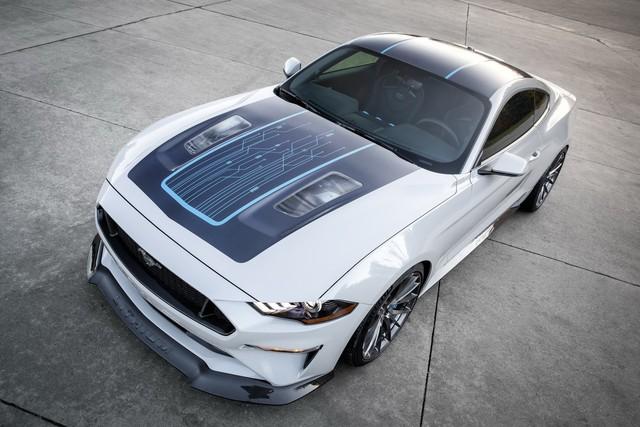 Ra mắt Ford Mustang Lithium - Xe cơ bắp không thể gầm rú trên đường phố - Ảnh 3.