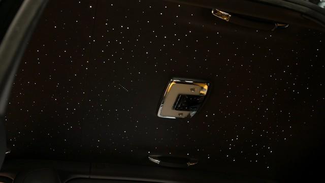 Rolls-Royce Cullinan Black Badge trình làng, tham vọng nhấm chìm Bentley Bentayga Speed - Ảnh 10.