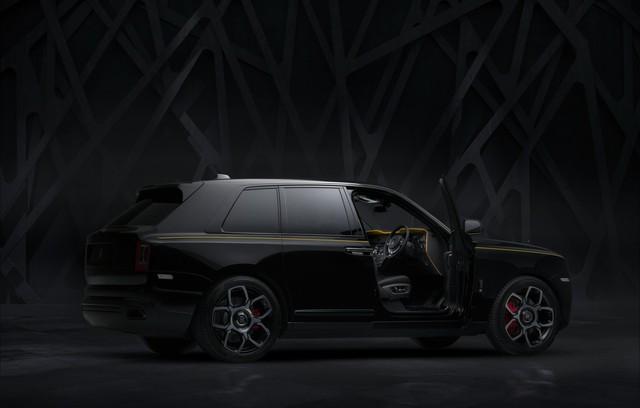 Rolls-Royce Cullinan Black Badge trình làng, tham vọng nhấm chìm Bentley Bentayga Speed - Ảnh 4.