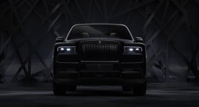 Rolls-Royce Cullinan Black Badge trình làng, tham vọng nhấm chìm Bentley Bentayga Speed - Ảnh 1.