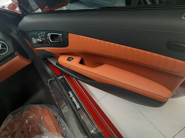 Xe thể thao Mercedes-Benz hàng hiếm rao bán lại, 2 năm tuổi giá vẫn ngang S-Class mua mới - Ảnh 4.