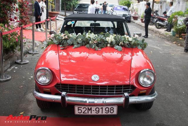 Ông Cao Thắng than khó khi cầm lái chiếc Fiat 124 Sport Spider số sàn đón Đông Nhi về làm vợ - Ảnh 5.