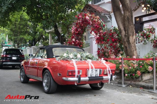 Ông Cao Thắng tự tay cầm lái Fiat 124 Sport Spider đến nhà ca sĩ Đông Nhi rước dâu - Ảnh 7.