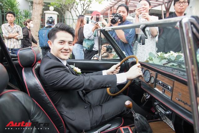Ông Cao Thắng tự tay cầm lái Fiat 124 Sport Spider đến nhà ca sĩ Đông Nhi rước dâu - Ảnh 2.