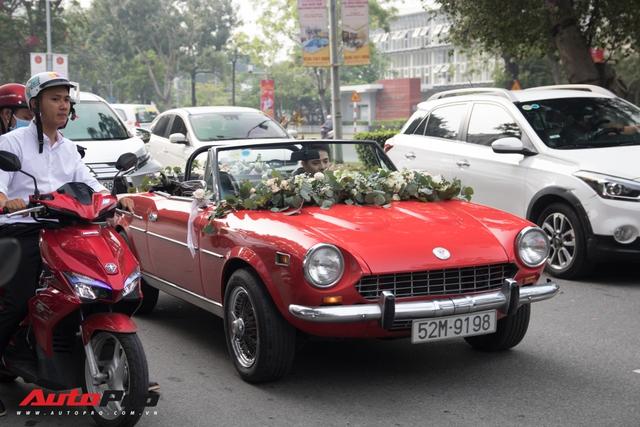 Ông Cao Thắng than khó khi cầm lái chiếc Fiat 124 Sport Spider số sàn đón Đông Nhi về làm vợ - Ảnh 3.