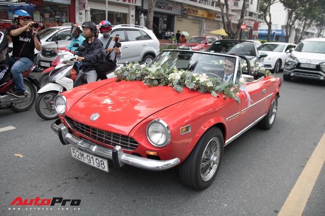 Ông Cao Thắng than khó khi cầm lái chiếc Fiat 124 Sport Spider số sàn đón Đông Nhi về làm vợ - Ảnh 4.