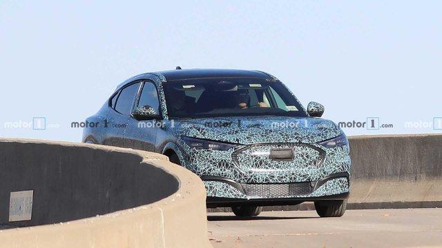 SUV Ford Mustang là đây chứ đâu: Có một điểm bất ngờ trong lần lộ diện mới nhất - Ảnh 1.