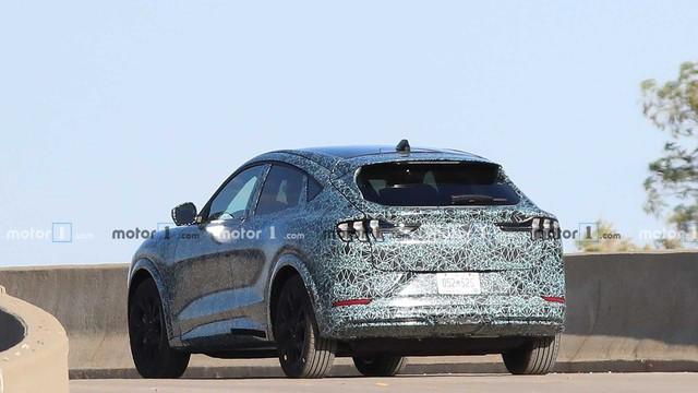 SUV Ford Mustang là đây chứ đâu: Có một điểm bất ngờ trong lần lộ diện mới nhất - Ảnh 2.