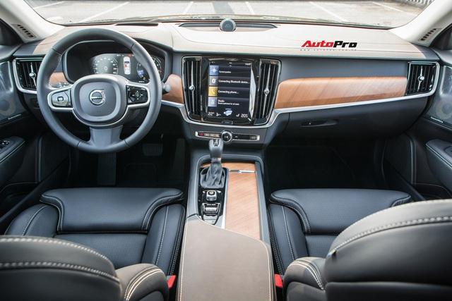Cùng giá hơn 2,1 tỷ đồng, chọn Volvo S90 Inscription 2020 hay Mercedes-Benz E 200 2019? - Ảnh 3.