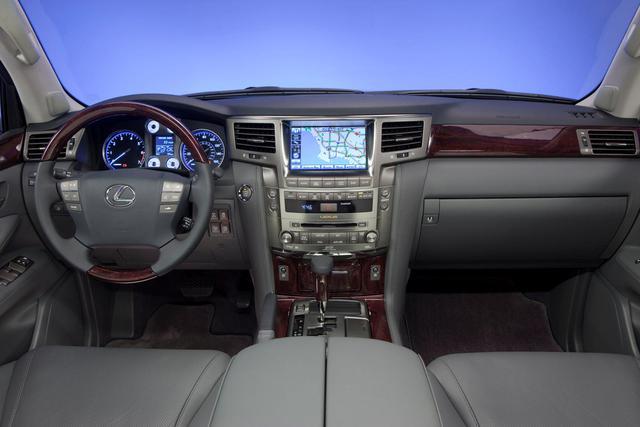 """Lộ diện Lexus LX đời mới: Có thể đập đi xây lại """"thần giữ giá"""" LX570 - Ảnh 1."""