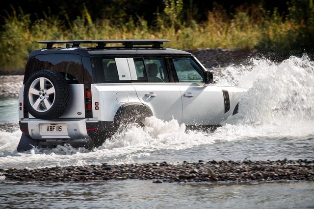 Land Rover Defender 2020 cập bến Việt Nam: SUV giá từ 3,7 tỷ cạnh tranh vua địa hình Mercedes-Benz G-Class - Ảnh 5.