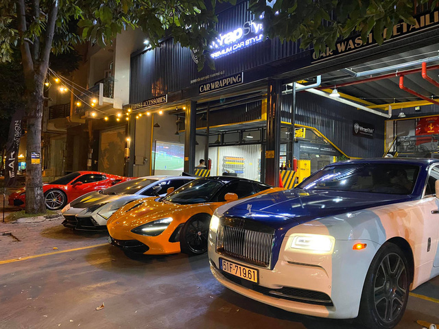Cường Đô-la, trưởng đoàn Car Passion cùng giới đại gia Sài Gòn mang dàn siêu xe hơn 50 tỷ đi bão sau chiến thắng lịch sử của U22 Việt Nam tại SEA Games 30 - Ảnh 6.