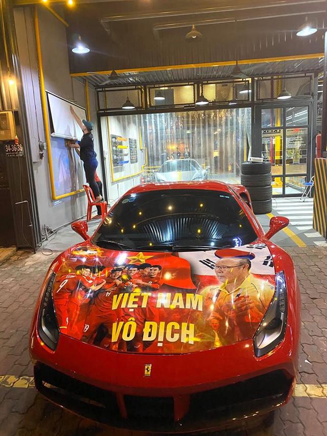 Cường Đô-la, trưởng đoàn Car Passion cùng giới đại gia Sài Gòn mang dàn siêu xe hơn 50 tỷ đi bão sau chiến thắng lịch sử của U22 Việt Nam tại SEA Games 30 - Ảnh 1.