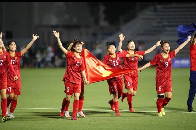 VinFast tặng Lux A2.0 cho HLV Mai Đức Chung và dàn Klara cho tuyển thủ bóng đá nữ Việt Nam, người hâm mộ hóng quà cho đội tuyển nam - Ảnh 1.