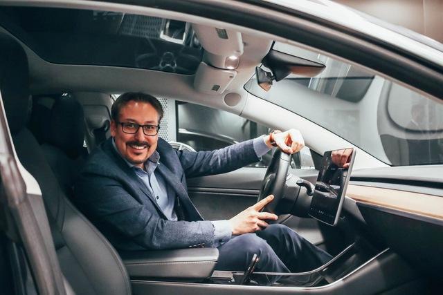 Đắng: Khách hàng trung thành của Infiniti nhận quà tặng là… xe Tesla - Ảnh 2.