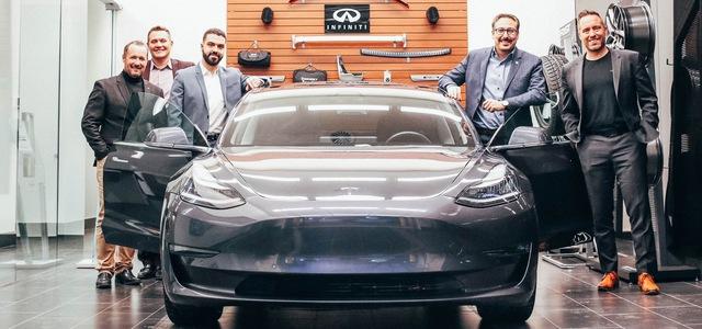Đắng: Khách hàng trung thành của Infiniti nhận quà tặng là… xe Tesla - Ảnh 1.