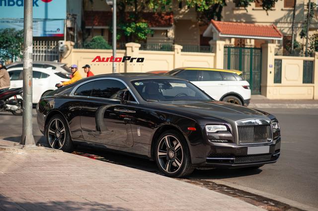 Bắt gặp Rolls-Royce Wraith độ độc đáo của dân chơi đồng hồ khét tiếng tại Hà Nội - Ảnh 1.