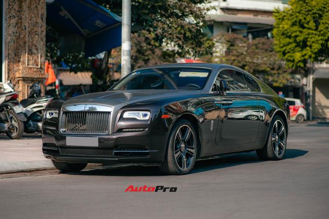 Bắt gặp Rolls-Royce Wraith độ độc đáo của dân chơi đồng hồ khét tiếng tại Hà Nội - Ảnh 2.