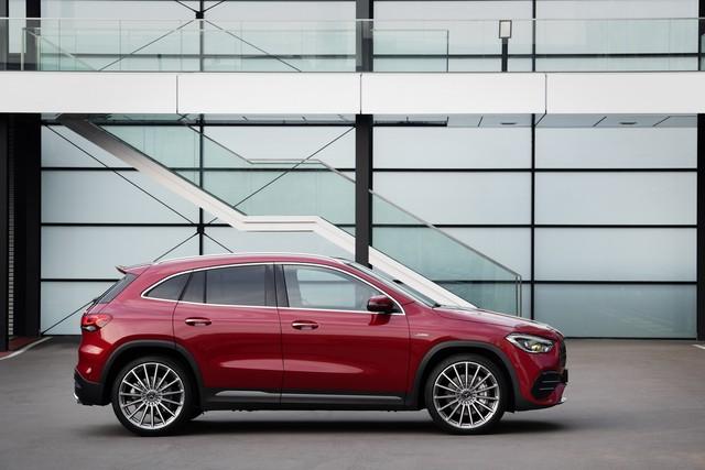 SUV hiệu suất cao giá rẻ Mercedes-AMG GLA 35 sẽ mở bán vào đầu năm 2020 - Ảnh 2.