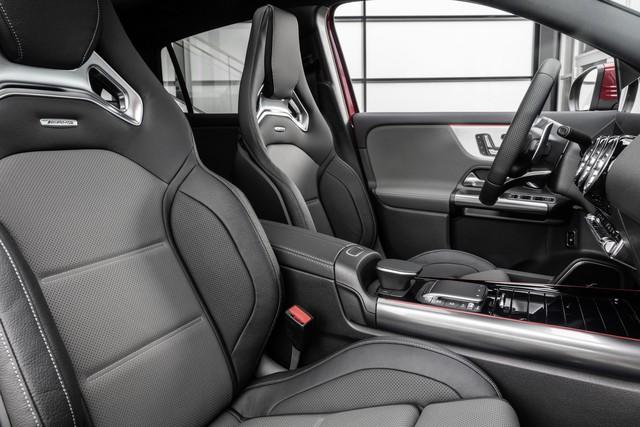 SUV hiệu suất cao giá rẻ Mercedes-AMG GLA 35 sẽ mở bán vào đầu năm 2020 - Ảnh 6.