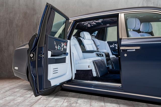The Rose Phantom - Siêu phẩm Rolls-Royce với kỷ lục 1 triệu đường chỉ khâu cho vườn hoa trong xe - Ảnh 3.