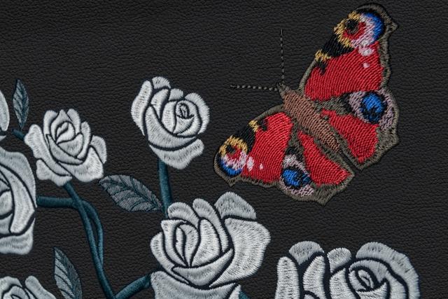 The Rose Phantom - Siêu phẩm Rolls-Royce với kỷ lục 1 triệu đường chỉ khâu cho vườn hoa trong xe - Ảnh 4.