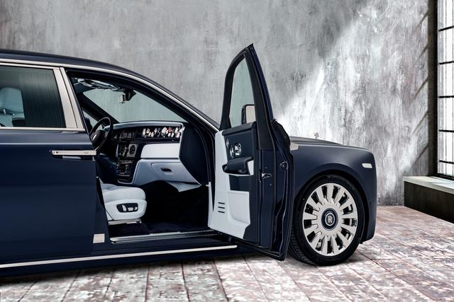 The Rose Phantom - Siêu phẩm Rolls-Royce với kỷ lục 1 triệu đường chỉ khâu cho vườn hoa trong xe - Ảnh 2.
