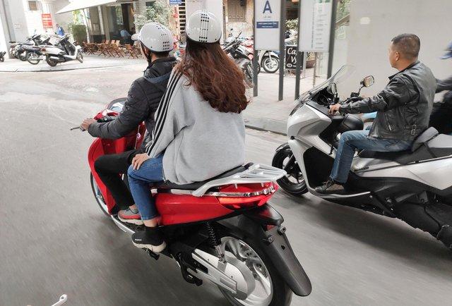 Lộ diện xe máy điện mới tại Việt Nam với kiểu dáng nhái Honda SH - Ảnh 3.