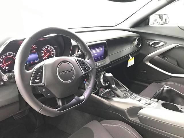 Chevrolet Camaro RS mui trần 2019 đầu tiên về Việt Nam: Xe 3 tỷ nhưng nội thất có chi tiết gây tranh cãi - Ảnh 4.