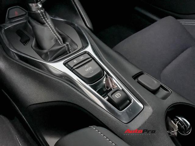 Cận cảnh bộ ghế nỉ trên Chevrolet Camaro RS 2019 mui trần đầu tiên về Việt Nam: Có đáng chê như tranh cãi? - Ảnh 12.
