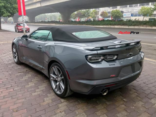 Cận cảnh bộ ghế nỉ trên Chevrolet Camaro RS 2019 mui trần đầu tiên về Việt Nam: Có đáng chê như tranh cãi? - Ảnh 6.