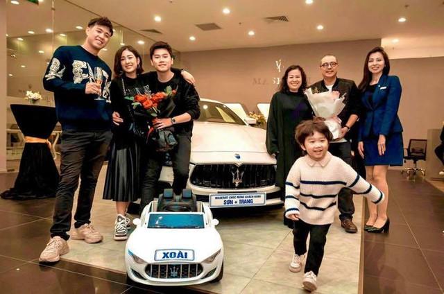 Vợ chồng Trang Lou sắm Maserati Ghibli nhưng cư dân mạng lại chú ý đến chiếc mui trần mà bé Xoài được tặng - Ảnh 3.