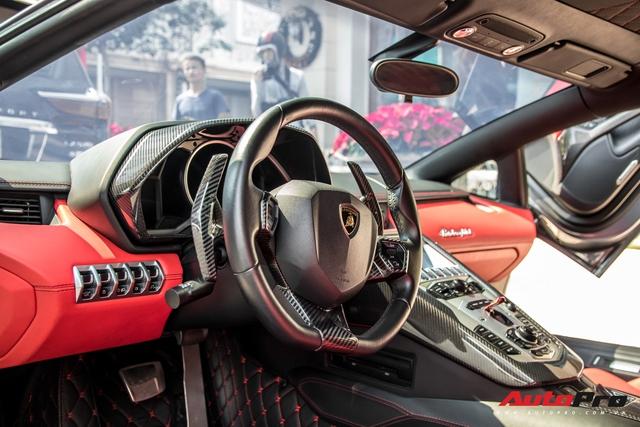 Lamborghini Aventador LP700-4 biển số tứ quý Lào của đại gia ngành may mặc bất ngờ xuất hiện tại Sài Gòn - Ảnh 9.