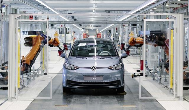 Volkswagen gây bão vì lộ cách sản xuất cứ làm rồi sửa - Ảnh 1.