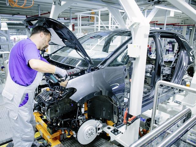 Volkswagen gây bão vì lộ cách sản xuất cứ làm rồi sửa - Ảnh 2.