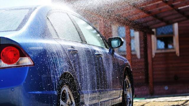 Những sai lầm thường gặp khi tự rửa ô tô tại nhà - Ảnh 4.